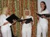 """Daļa kora """"eLVē"""" dziedātāju uzstājas Kavanā. Foto - Alvils Reinbergs"""