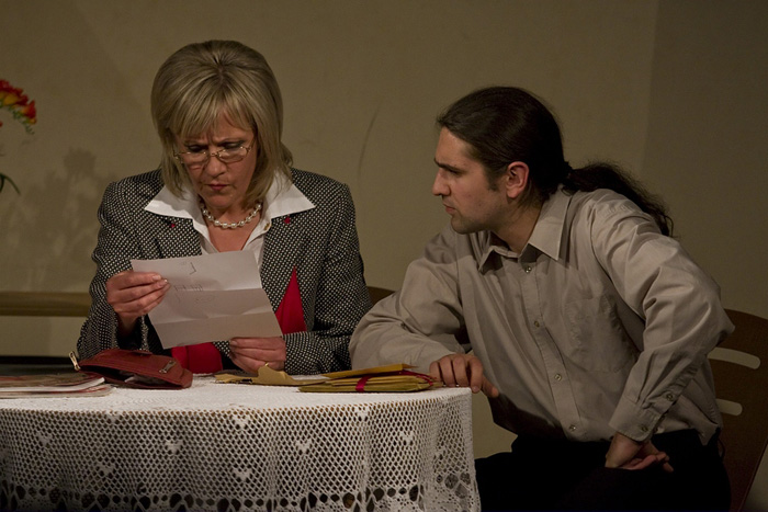 """""""Nu riktīgs seriāls"""", jeb kā latvieši Dublinā teātri spēlēja. Foto - Aleksandrs Rumjancevs un Elīna Dimante"""
